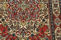AK-102, Esfahan, wool on silk, 136 x 99 cm, Iran, 3400 €