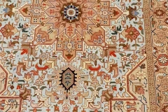 AK-104, Tabris, wool with silk, 160 x 103 cm, Iran, 1880 €